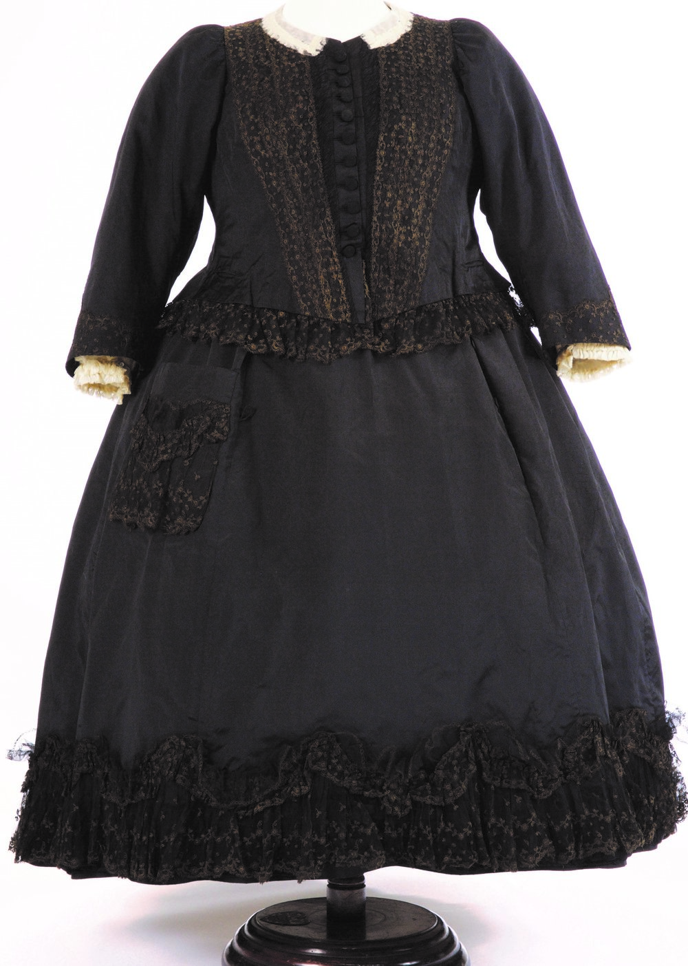 Black silk and net gown worn by Victoria in the 1890s © Fashion Museum, Bath and North East Somerset Council, UK/Bridgeman Images.