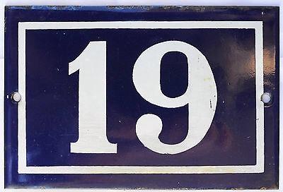 Door 19 of the Woman Next Door's advent calendar.