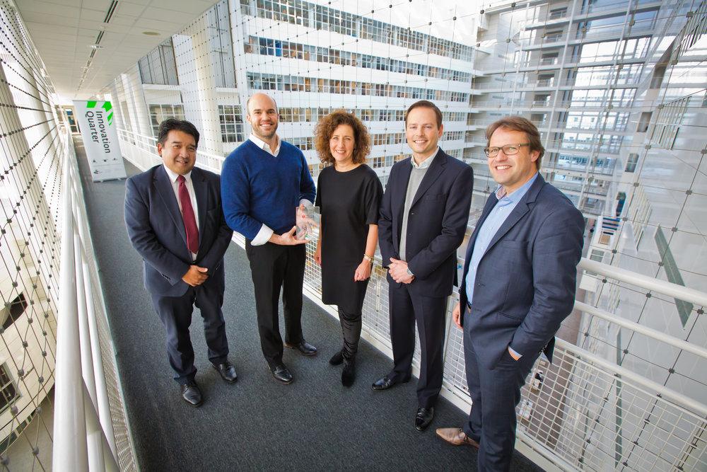 Peter Tjia (InnovationQuarter), Rob Sutter (Red Tulip Systems), Ingrid van Engelshoven (Gemeente Den Haag), Josh Petras (Red Tulip Systems), Joris den Bruinen (HSD).