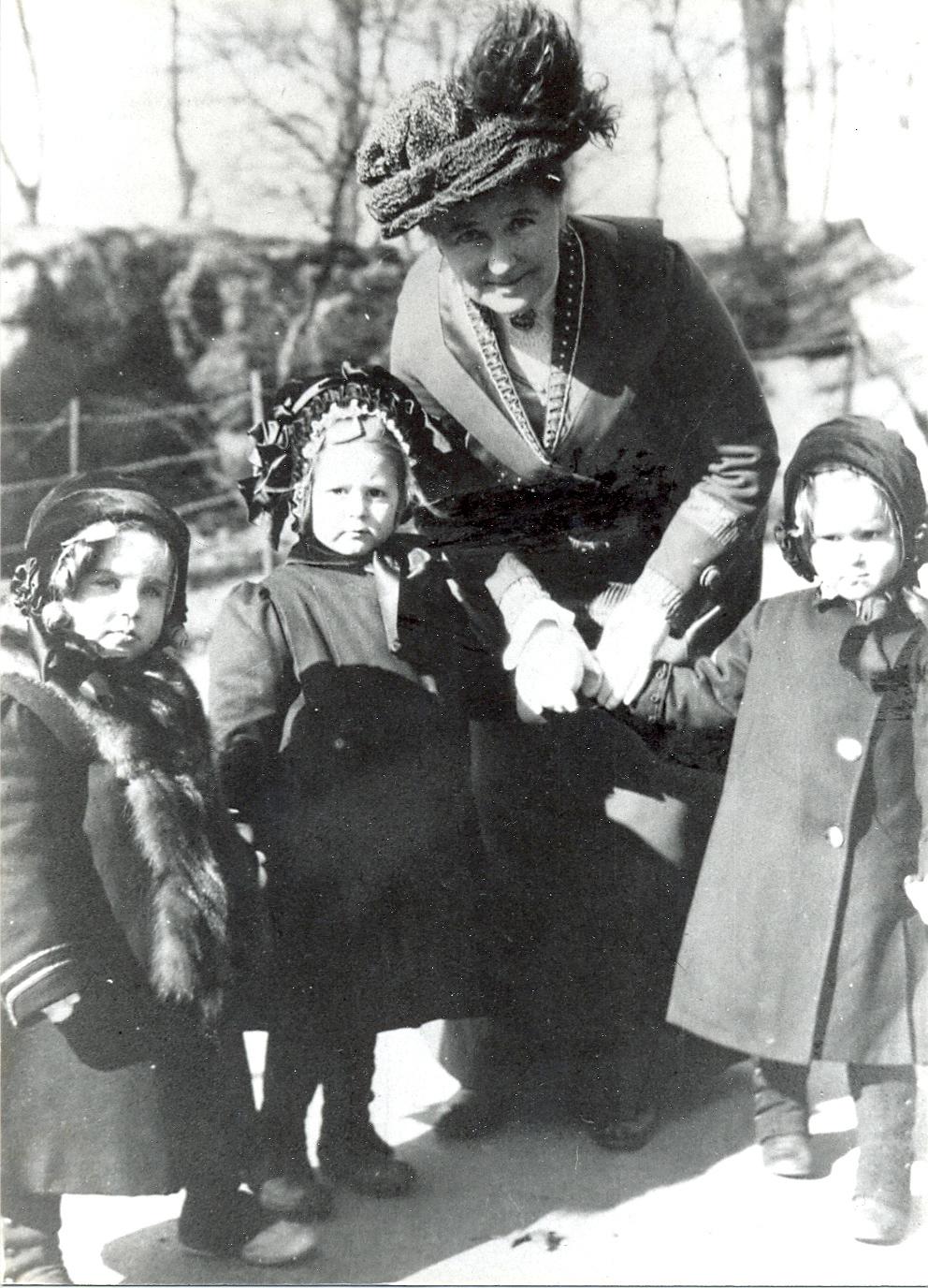 Clara-Spence-Central-Park-February-1911.jpg