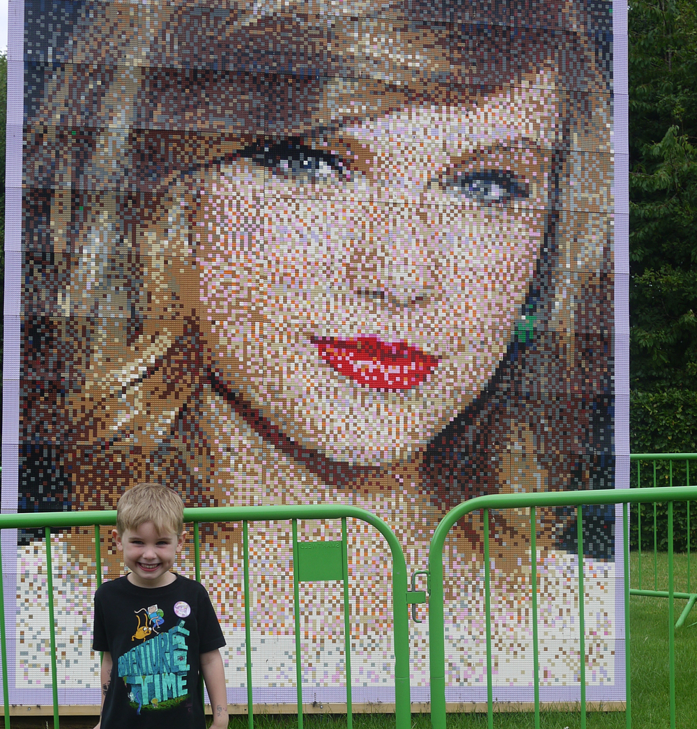 Photo courtesy of  Legoland Windsor . Yes, it's Taylor Swift.... made out of Lego.... enough said!