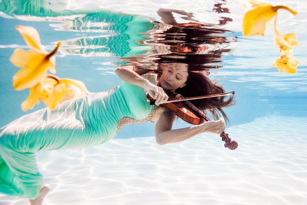 elleGphotography-underwater-violin-35-2.jpg