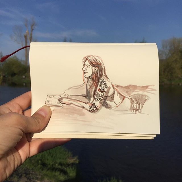 We've had a lovely two days in a nature with garden party, barbecue, reading and laying on a grass. I took a stroll along the river with Paprika and And I've finally got enough time to sketch with my tiny travel watercolor set. It you've not sure what's happening on the last picture, the guys are playing chess on a lane. :) #wow_sketch #wow_watercolor #wowyellow #wowyellow_art #evgeniyapautova  #watercolorsketchbook #watercolorpeople #watercolorsketch #watercolorlove #watercolorist #kuretake #aquabrush #travelartist #theydrawandtravel #urbansketching #pragueart #pragueartist #акварельныйскетч #акварель #трэвелскетч #рисуйкаждыйдень #одинденьсхудожником #рисуюлюдей #набросок #midoritravelersnotebook