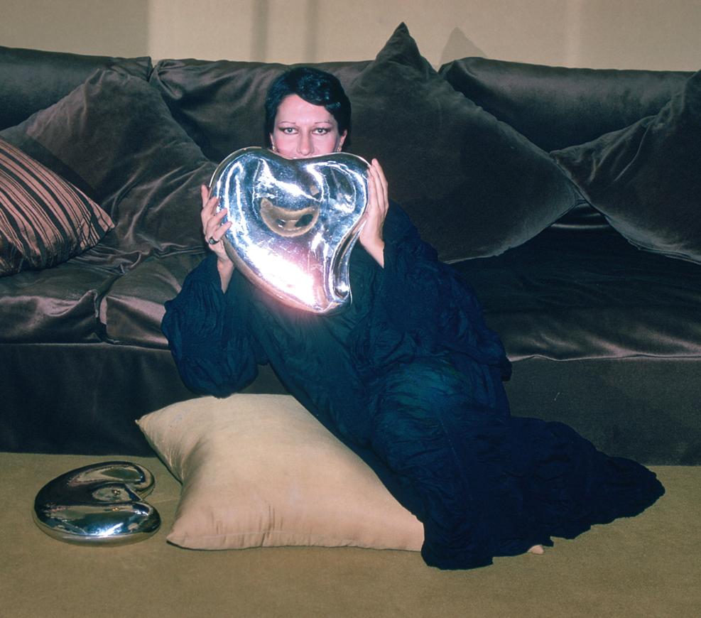 Elsa Peretti in the living room of Carlos Martorell.
