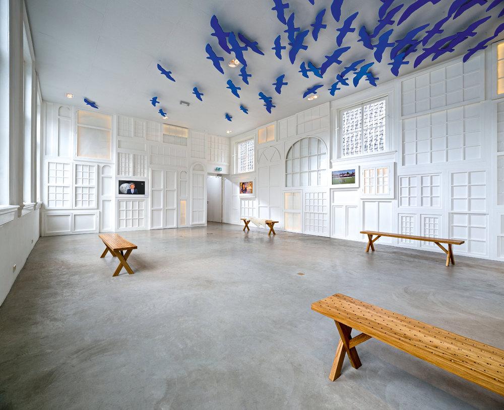 Sala de exposiciones.Courtyard.