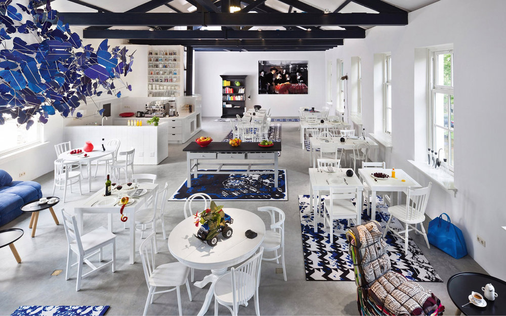 The Roomservice Café.