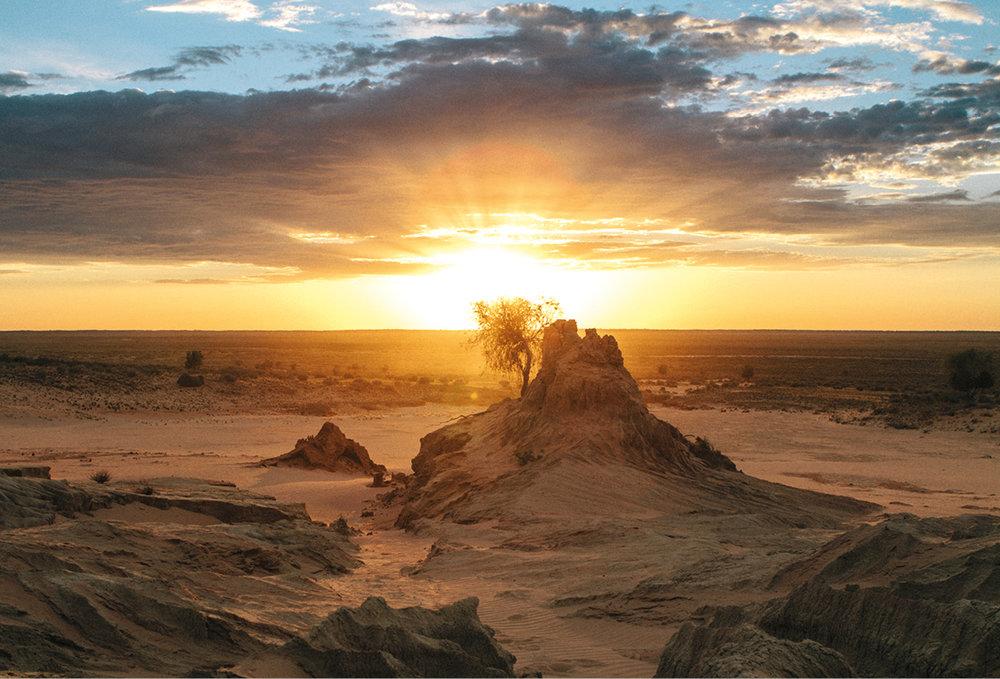 Walls of China. Mungo National Park. © Roberto Seba. Tourism Australia/Time Out Australia.