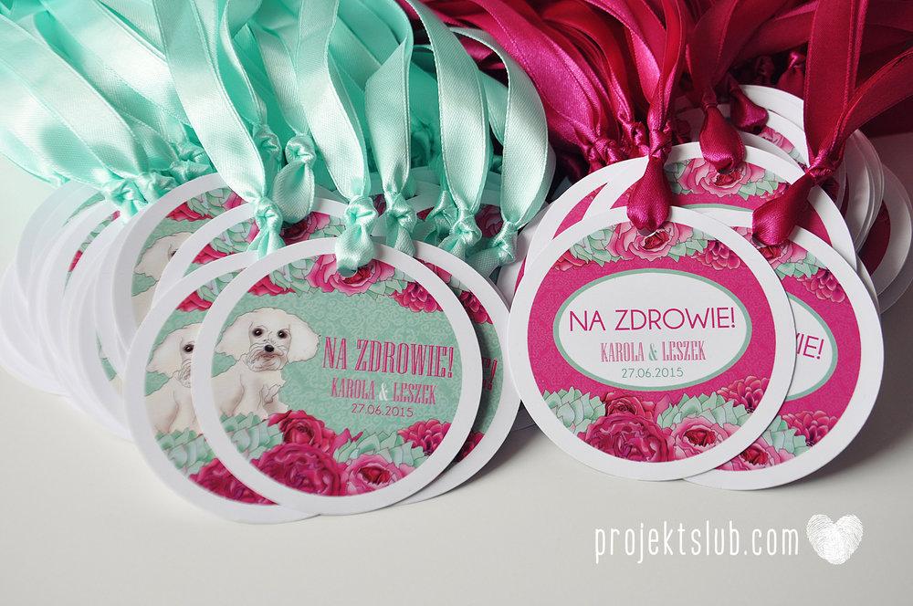 projekt_slub_zawieszki_na_butelki_okragle_mieta_fuksja_kwiaty.JPG