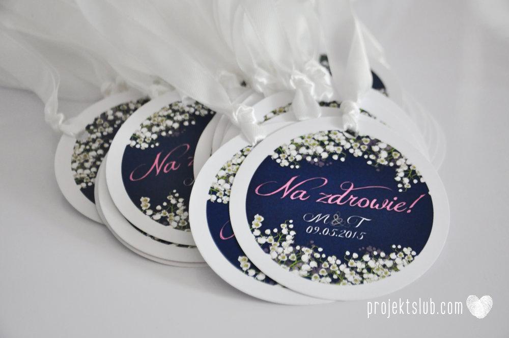 Zaproszenia ślubne z motywem kwiatów białe kwiaty konwalie biel granat Projekt Ślub (19).jpg