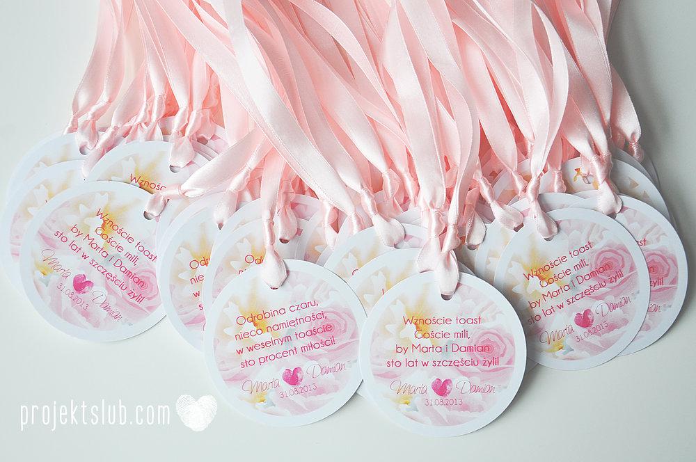 Zaproszenia ślubne z motywem kwiatów pudrowe kwiaty róż różany wianek Projekt Ślub (2).jpg
