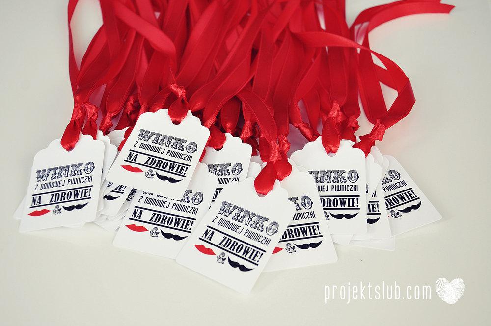 projekt_slub_zawieszki_na_wino_prostokatne_z_fala_czerwone.jpg