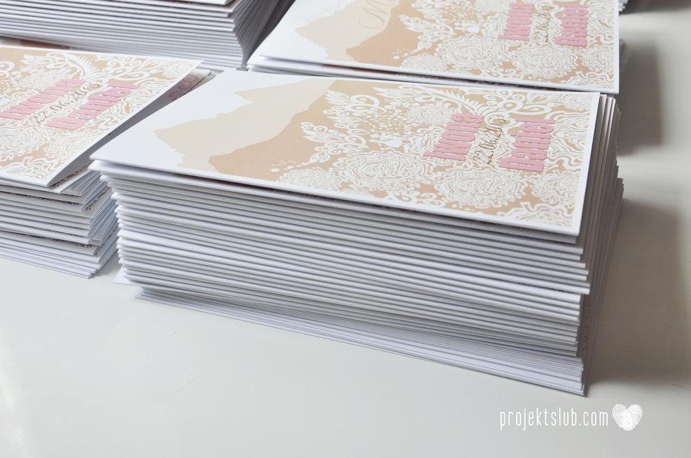 zaproszenia ślubne góralskie podhale koronka goral i goralka zaproszenie góry projekt ślub pudrowy róż brąz (21).JPG