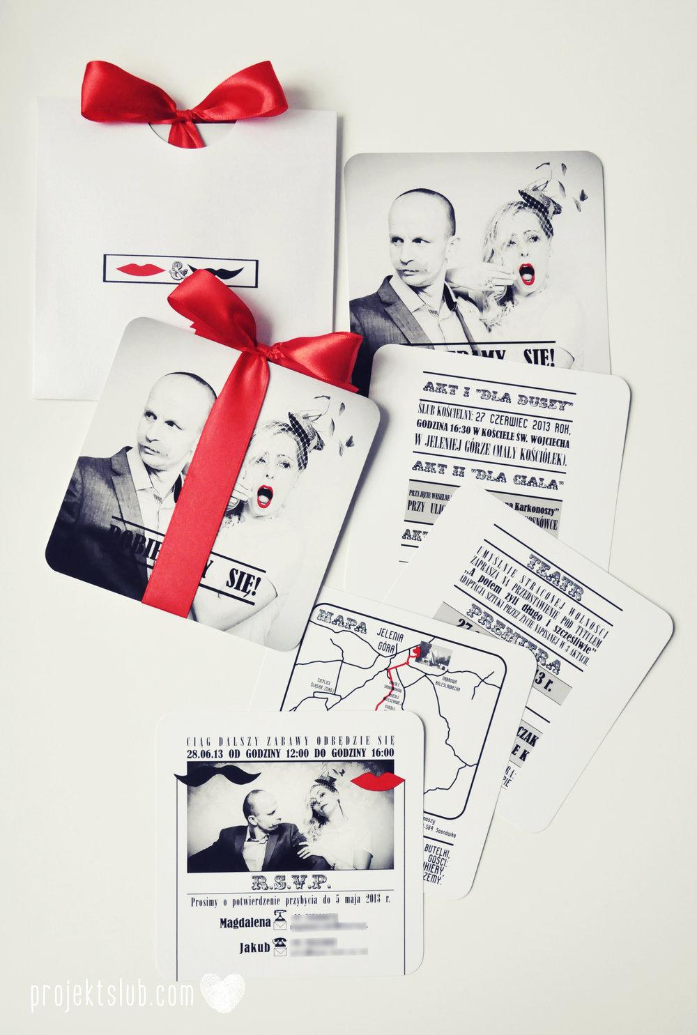 Oryginalne zaproszenia ślubne ze zdjęciem motyw przewodni usta i wąsy czerwona wstążka czarno białe nowoczesne retro projekt ślub (16).JPG