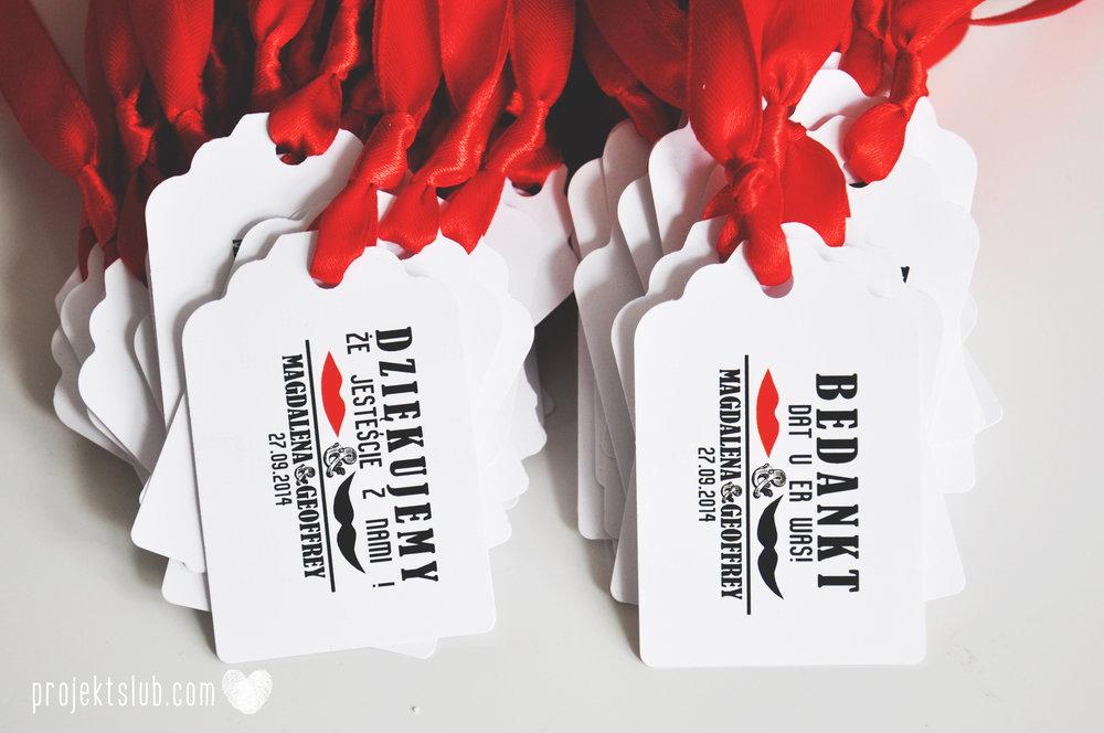 Oryginalne zaproszenia ślubne ze zdjęciem motyw przewodni usta i wąsy czerwona wstążka czarno białe nowoczesne retro projekt ślub (28).JPG