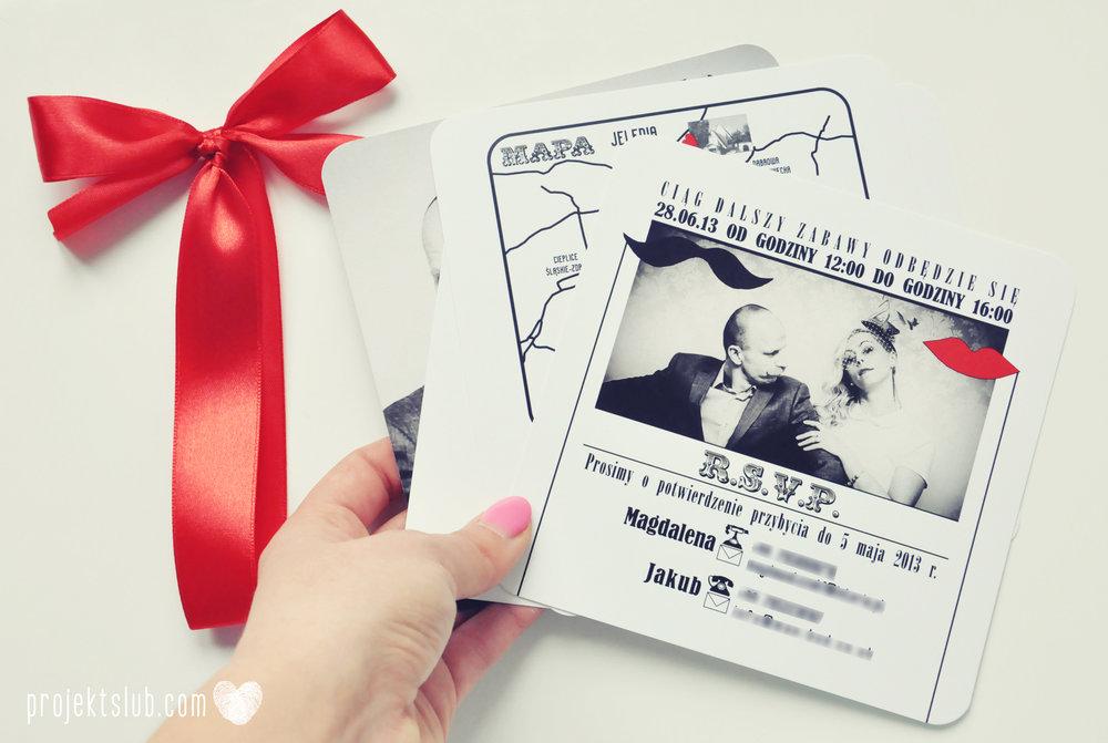 Oryginalne zaproszenia ślubne ze zdjęciem motyw przewodni usta i wąsy czerwona wstążka czarno białe nowoczesne retro projekt ślub (26).JPG