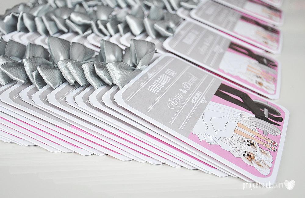 Zaproszenia poczuj miętę z motywem młodej pary buty ślubne hobby grafiki zdjęcia szary róż dodatki weselne zawieszki menu papetria projekt ślub (6).jpg