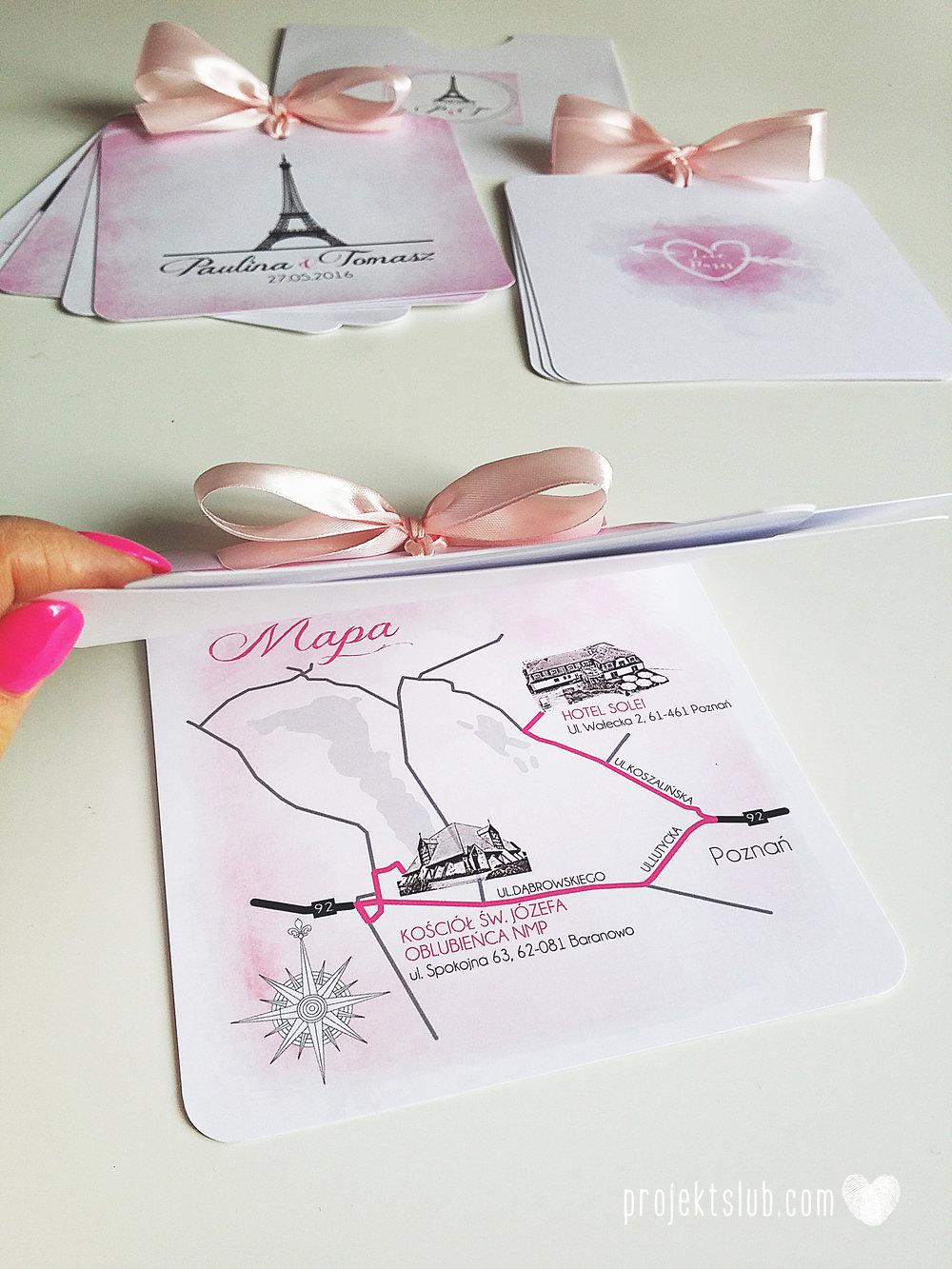 zaproszenia ślubne z kokardą eleganckie oryginalne nowoczesne rysunkowe pastelowe pudrowy róż wieża eiffel zakochani w paryżu zdjęcia  projekt ślub (3).jpg