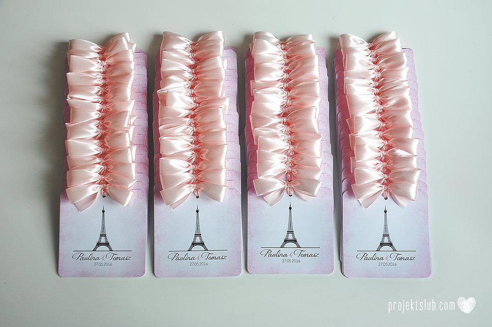 zaproszenia ślubne z kokardą eleganckie oryginalne nowoczesne rysunkowe pastelowe pudrowy róż wieża eiffel zakochani w paryżu zdjęcia  projekt ślub (9).jpg