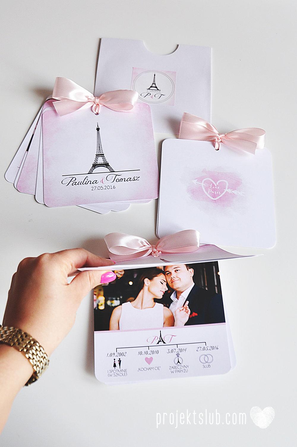 zaproszenia ślubne z kokardą eleganckie oryginalne nowoczesne rysunkowe pastelowe pudrowy róż wieża eiffel zakochani w paryżu zdjęcia  projekt ślub (14).jpg