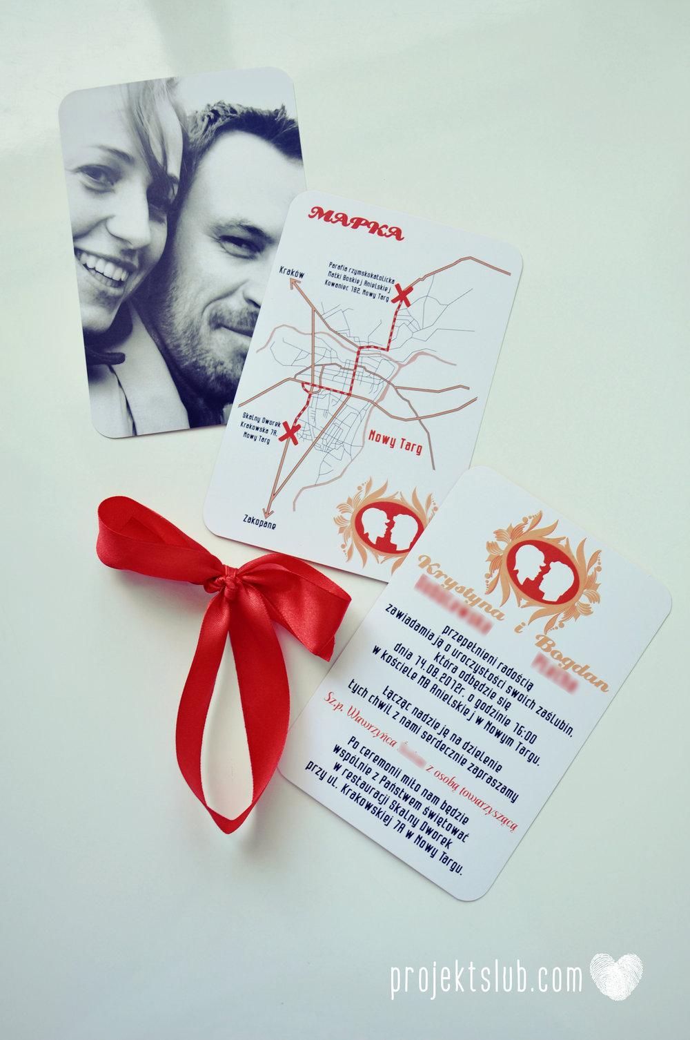 Oryginalne zaproszenie ślubne z kameą czerwone ze wstążką i zdjęciem narzeczonych wyjątkowy design elegancka grafika Czerwień Kamei Projekt Ślub (12).jpg