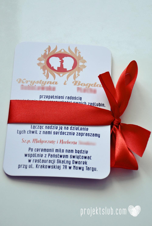 Oryginalne zaproszenie ślubne z kameą czerwone ze wstążką i zdjęciem narzeczonych wyjątkowy design elegancka grafika Czerwień Kamei Projekt Ślub (13).jpg