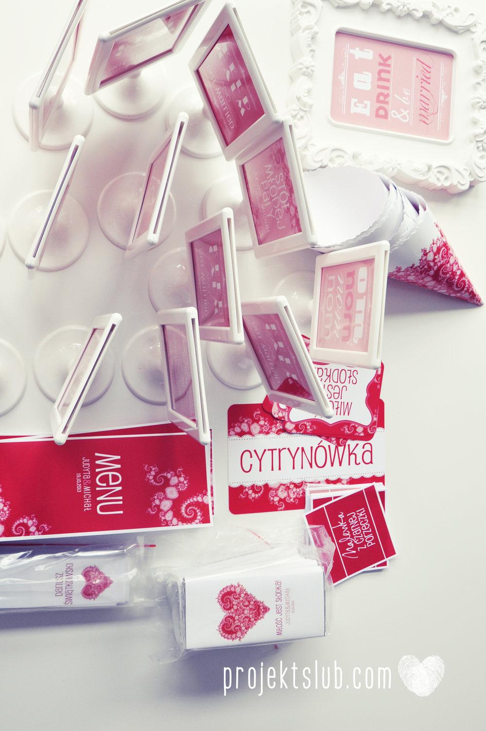 oryginalne zaproszenia i dodatki ślubne w odcieniach czerwieni bieli koralu i różu fraktale miłość serce Fraktalove Projekt Ślub (12).jpg