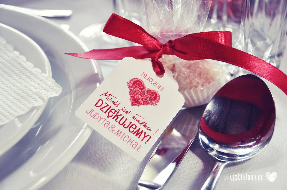 oryginalne zaproszenia i dodatki ślubne w odcieniach czerwieni bieli koralu i różu fraktale miłość serce Fraktalove Projekt Ślub (17).jpg