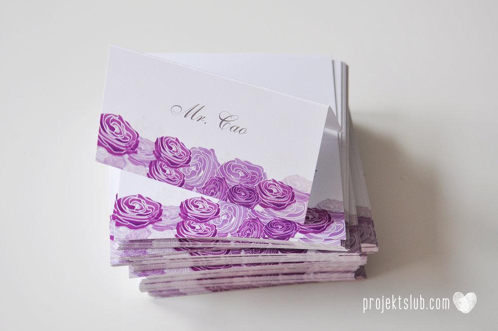 kolekcja papeteri ślubnej w stylu glamour eleganckie kwiatowe fioletowo szare zaproszenia ślubne z pupilkiem rysunek pieska Projekt Ślub (12).jpg