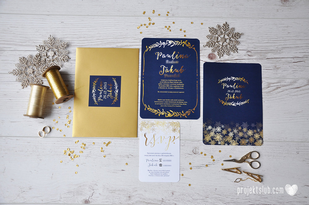 oryginalne zaproszenia ślubne eleganckie zimowe wesele boże narodzenie granatowe złote śnieżynki płatki śniegu biel glamour gwiazdki projekt ślub (1).jpg