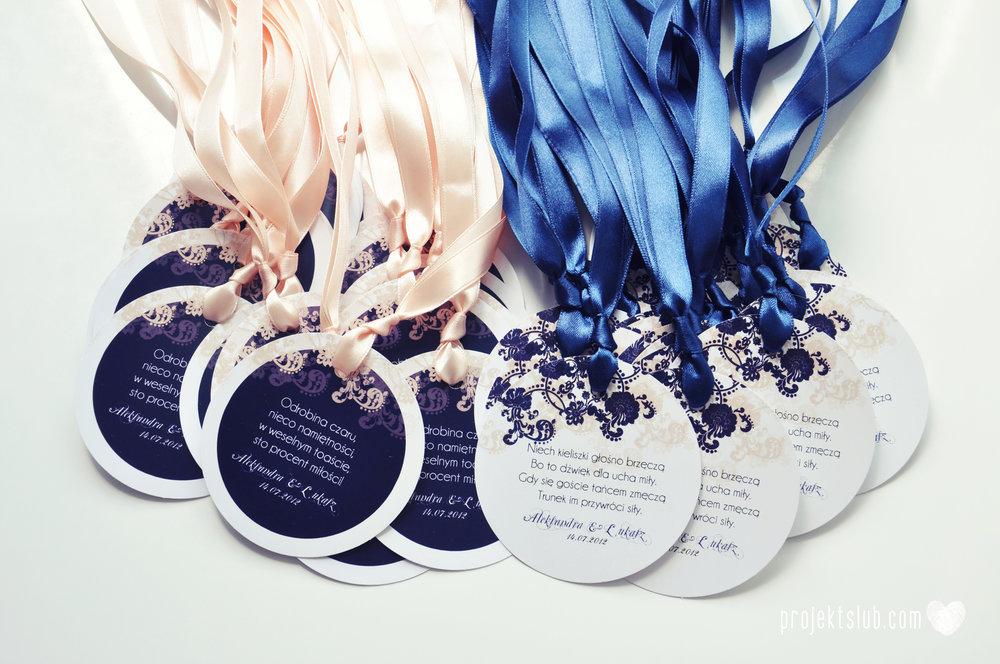 Klasyczne zaproszenie ślubne Granatowa Elegancja beżowa dodatki i dekoracje ślubne Projekt Ślub (25).jpg