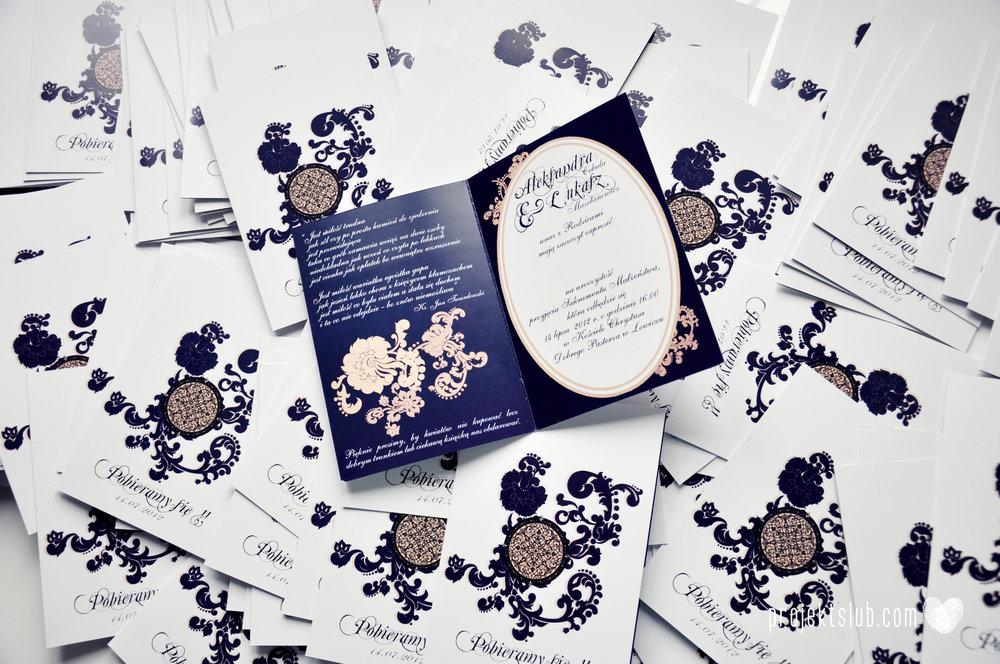 Klasyczne zaproszenie ślubne Granatowa Elegancja beżowa dodatki i dekoracje ślubne Projekt Ślub (1).jpg