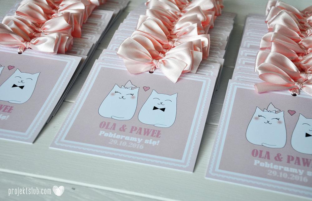 Oryginalne zaproszenia i dodatki ślubne koty rysunkowe kocimiętka pudrowy róż Projekt Ślub (1).jpg