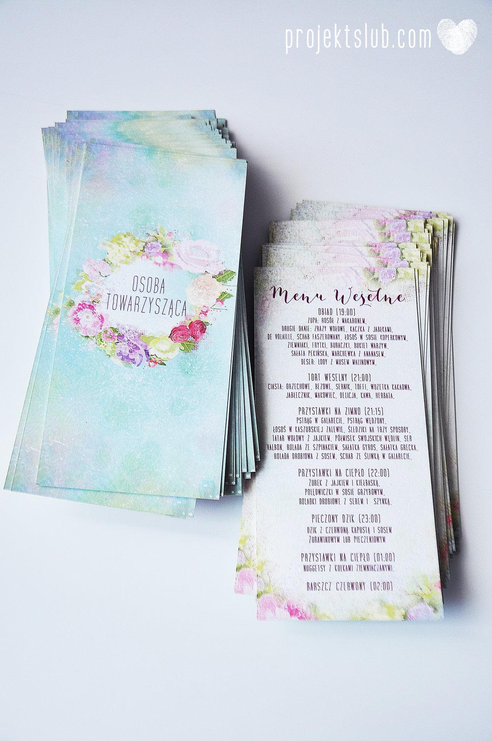 menu weselne ułożone na talerzu gościa z winietką personalizacja karta DL Projekt Ślub 2.jpg