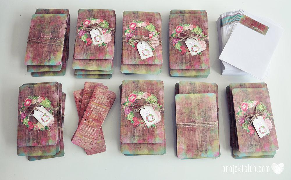 Zaproszenia ślubne wedding festival wianki kwiatowe drewno eko rustykalne boho kolorowe kwiaty festiwalowe wesele Projekt Ślub  (3).JPG