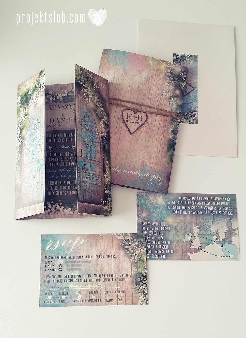 Zaproszenie ślubne zaczarowany las z motywem konwali w stylu rustykalnym z akcentami turkusu i rysunkiem drewna (3).jpg