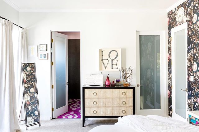 #Love is all you need. 📸 by @jess_isaac  #home #HomepolishLA #melissamascaradesign #wallpaper #darkfloral #elliecashmandesign #interiordesign #masterbedroom #losangeles #beverlywood #pink #blue #colorandpattern #vintagemodern #toomuchbeauty