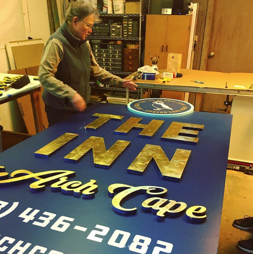 greenlight collaborated with Nehalem artist and signmaker Susan Walsh on the new monument sign for the inn.