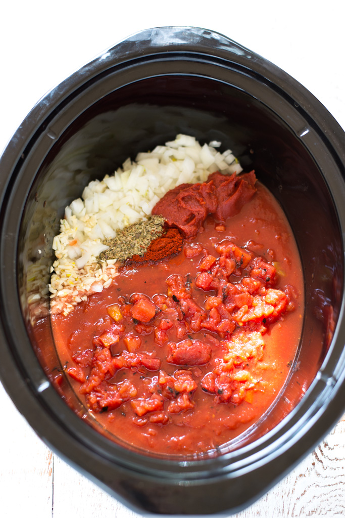 Make your own pasta sauce at home the easy way with this simple recipe for Slow Cooker 5-Ingredient Fire Roasted Marinara. You'll love the homemade flavor, how easy it is to prepare, and that there's none of the processed stuff!