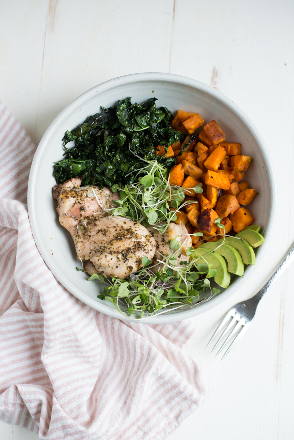 Sheet Pan Chicken, Kale & Sweet Potatoes is a super-simple and healthy 5-ingredient sheet pan recipe perfect for any night of the week! #realfoodwholelife #realfoodwholeliferecipe #sheetpan #onesheet #recipe #whole30 #septemberwhole30 #glutenfree #dairyfree #paleo #paleorecipe #whole30recipe #cleaneating #chicken #kale #sweetpotatoes