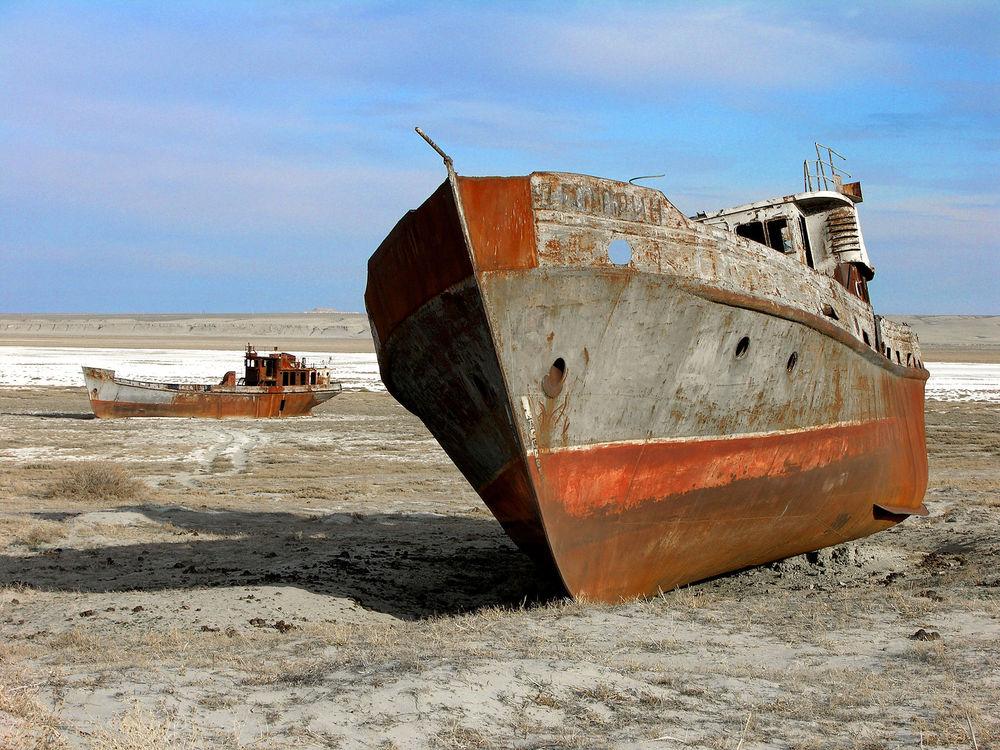 File:The Aral sea is drying up. Bay of Zhalanash, Ship Cemetery, Aralsk, Kazakhstan.jpg https://en.wikipedia.org/wiki/Aral_Sea