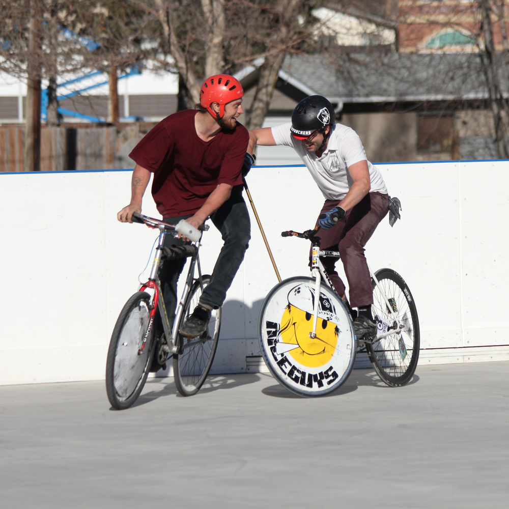 Photo   : Bike polo in Inglewood    Credit   : Willis Hoff