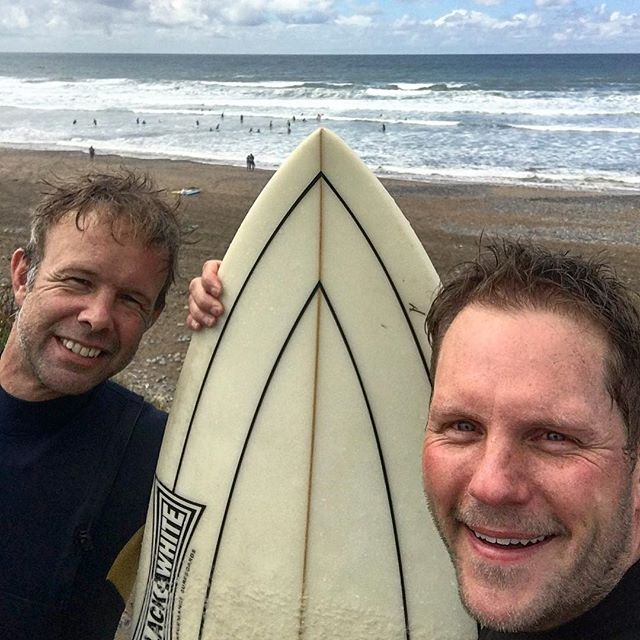 Spent an excellent time getting smashed by the waves with this wonderful fella @trewin.mark. Thanks for taking me out. I managed to stand up twice. Only to fall off immediately 😂 🌊 🏄🏻‍♂️ #Widemouth  #surfing #bude #epicfail #greatfun