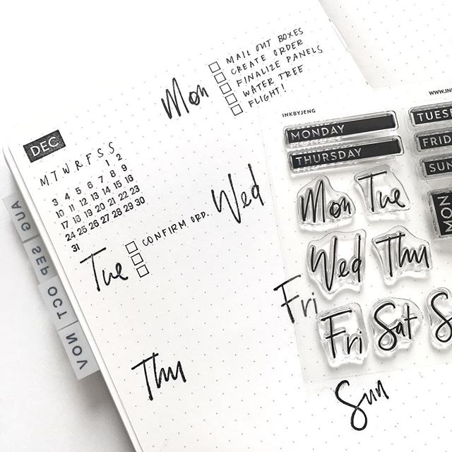 Sneak peak of the new Fun Days stamp kit. 😍 ➖ Loving these little tabs I made with my label maker. I need to update my journal to include one for December. What do you prefer? Tabs, index, a combination of both or something completely different?