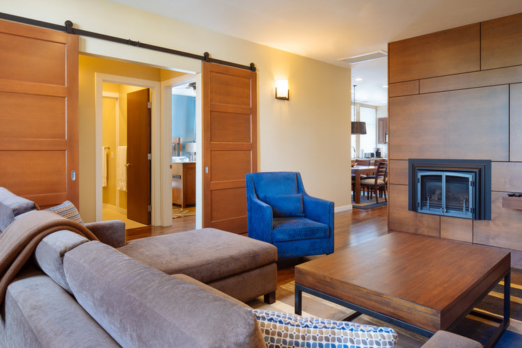 <b>SIP ON THIS JUICE</b> 235 LUXURY SUITES IN HEALDSBURG CALIFORNIA