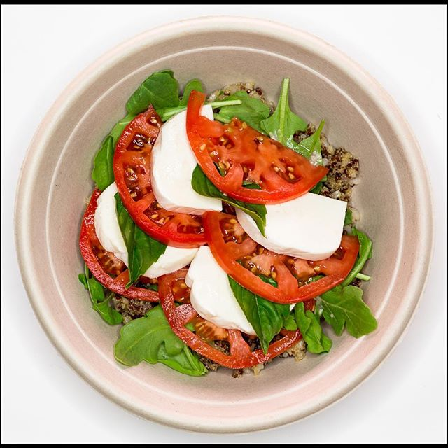 This summer weather calls for a Caprese!! Big beautiful tomatoes, fresh mozzarella, Thai Basil, Arugula & Shallot Vinaigrette all on top of a bowl of hearty mixed grains.  #glutenfree #summertime