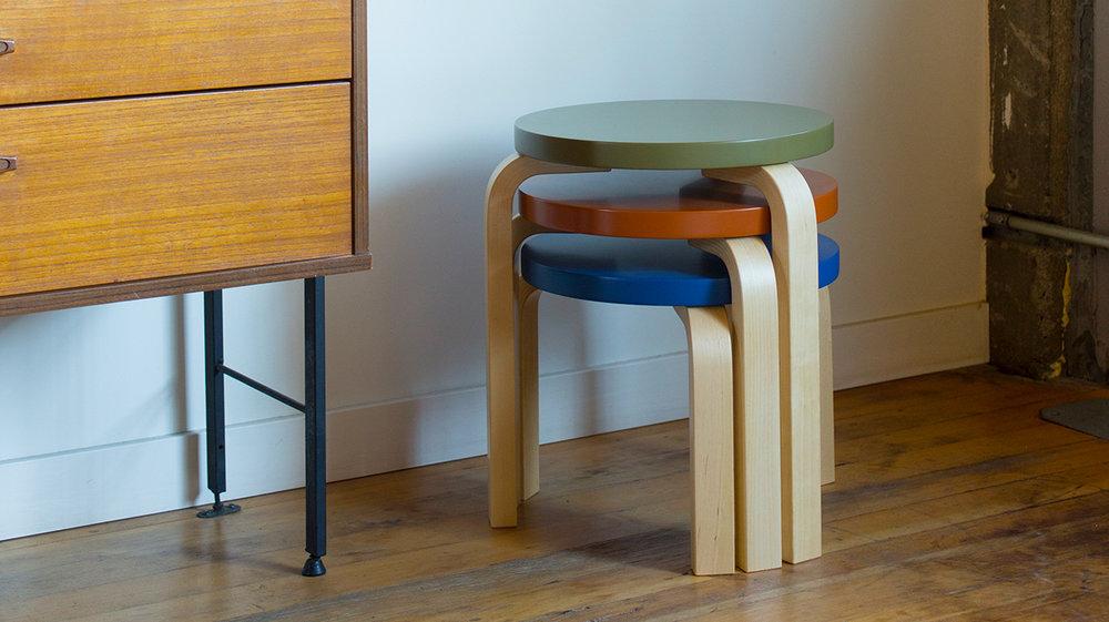 Artek-PLP-H-nesting-stools-03.jpg