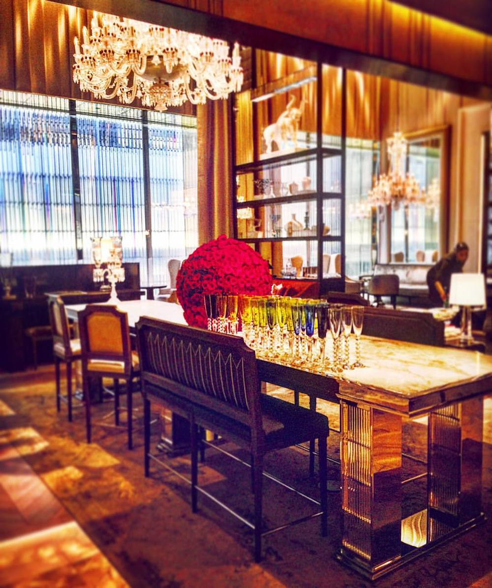 Dinnertime Prep at the Baccarat Hotel  💎🌹💎  ||  #nyc #luxury #crystal #design #architecture #style #hotel #iloveny #gems #chandelier #interiordesign #crystals #baccarat #beauty #inspo #openhouseny  (at Baccarat Hotel & Residences New York)