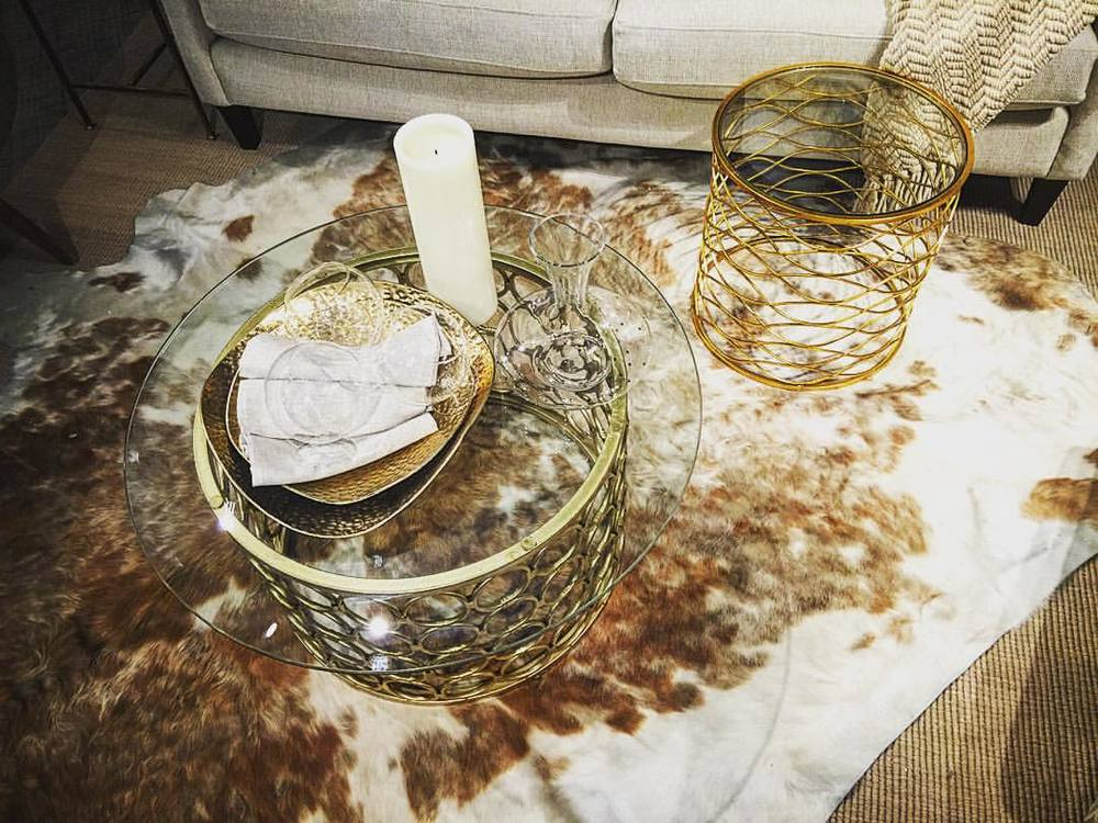 All gold all the time 🔥💛👑⚱🌟  ||  #nyc #gold #interiors #style #bling #allgoldeverything #staging #design #openhouse #downtown #manhattan #chic #glam #livingroom #iloveny #openhouseny (at New York, New York)
