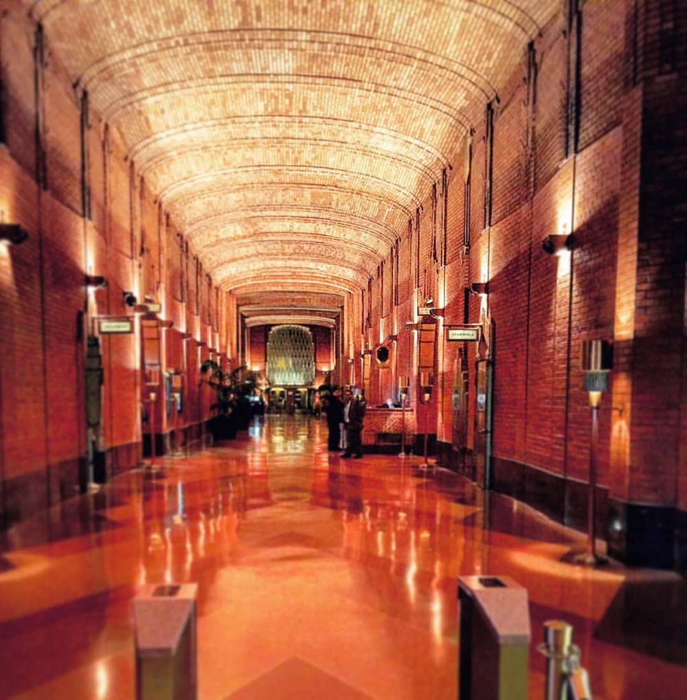 Now that's a lobby to talk about for the ages. Ralph Walker's art deco work 🛎🗝👌✨✨✨📻🕯 ||  #nyc #artdeco #architecture #ralphwalker #interiordesign #manhattan #history #downtown #financial #fidi #iloveny #ceiling #tribeca #soho #classic #realestate #openhouseny  (at Wall Street - Financial District NYC)