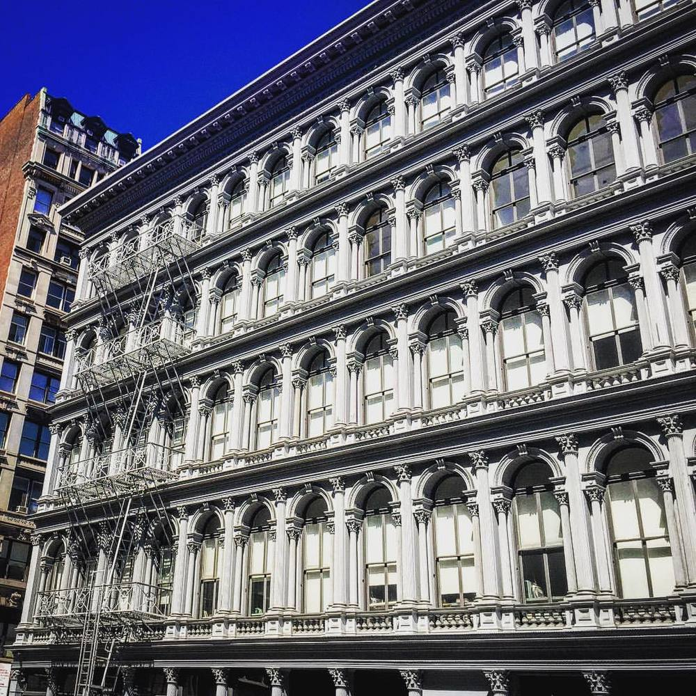 They just don't make facades like this anymore 🎩🏯⭐️ ||  #architecture #soho #facade #summer #nyc #windows #classic #archilovers #design #luxury #style #downtown #manhattan #iloveny #openhouse #wow #structure #openhouseny  (at SoHo Shopping District NYC)